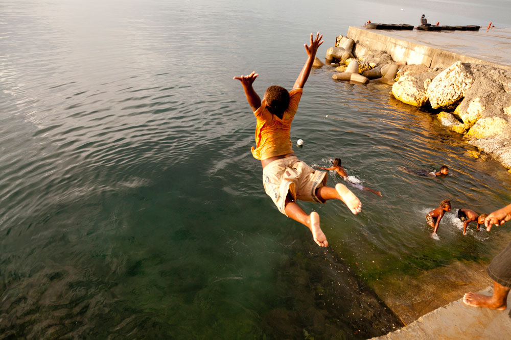 Solomon_Islands_Rock_Jumping_001