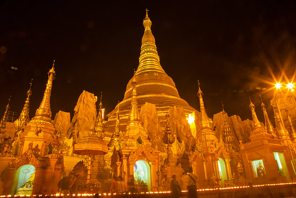 Myanmar-Burma-Michael_Bainbridge-Budhists-001