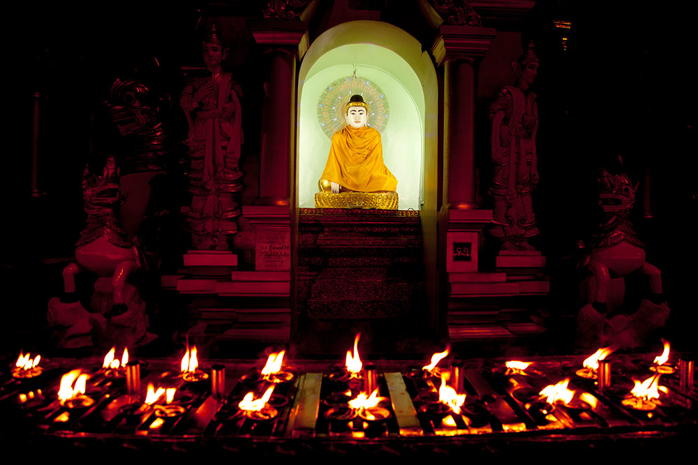 Myanmar-Burma-Michael_Bainbridge-Budhists-003