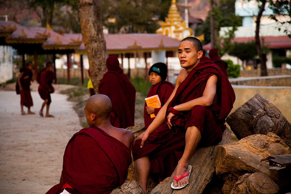Myanmar-Burma-Michael_Bainbridge-Budhists-004