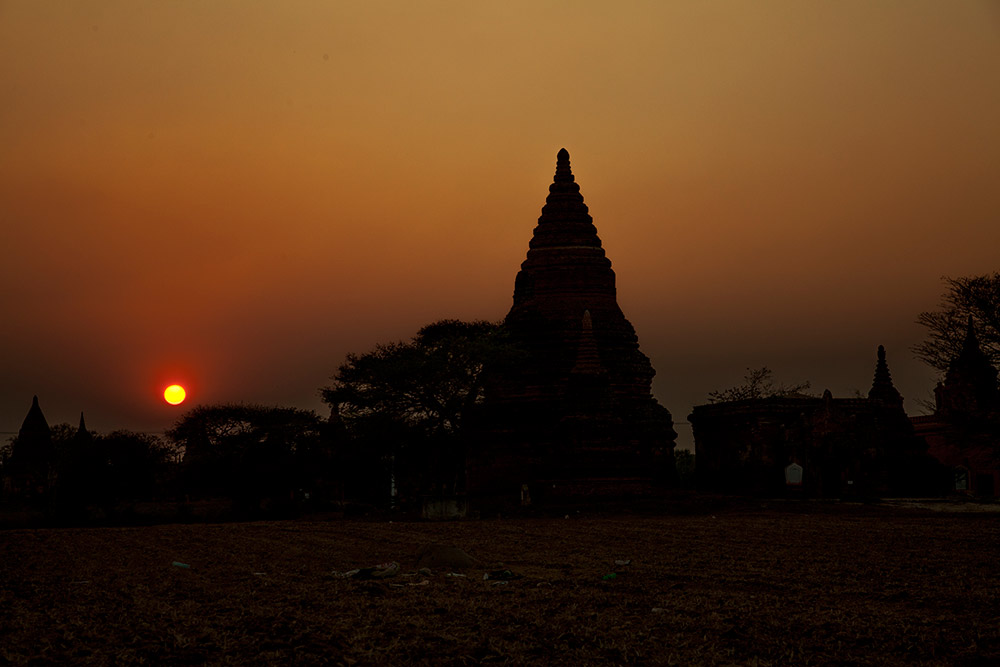 Myanmar-Burma-Michael_Bainbridge-Budhists-010