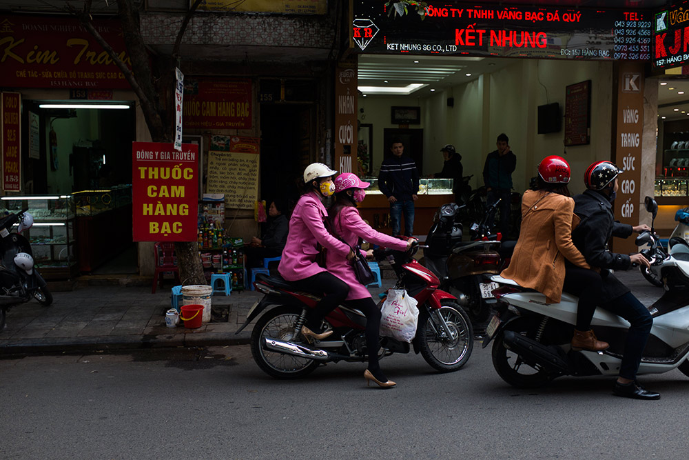 Hard-Hats-Photo-Essay-Vietnam-Laos--Michael-Bainbridge-017