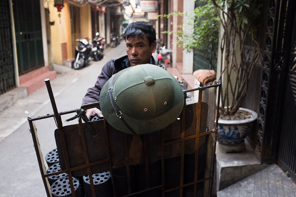 Hard-Hats-Photo-Essay-Vietnam-Laos--Michael-Bainbridge-019