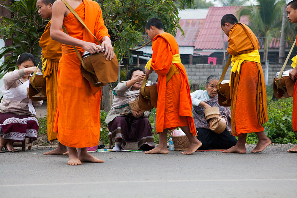 luang-prabang-morning-alms-024